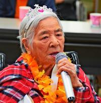 歌で元気広げる 102歳の島袋カメさん 得意は民謡