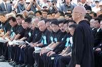 訴える沖縄県知事、反感薄めたい政府 「慰霊の日」に見えたそれぞれの思い