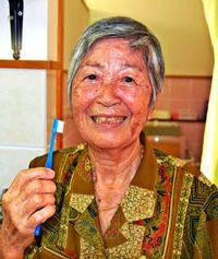 歯っさみよー 87歳輝く31本/きょう11月8日「いい歯の日」うるまの又吉芳子さん/入念に手入れ「私の宝物」