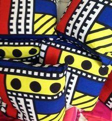 次回のポップアップショップで販売されるポップアートデザイナー、カミーユ・ワララさんデザインのクッション。日本では未発売