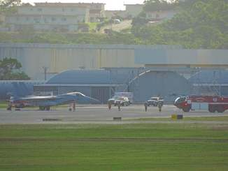 米軍嘉手納基地に緊急着陸した航空自衛隊那覇基地所属のF15戦闘機=19日午前9時10分ごろ(読者提供)