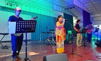 オキナワ移住地の青年たちによる沖縄民謡披露=オキナワ第1移住地