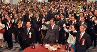 気持ち新たに新年の決意/県経済の発展 700人誓う/31団体が合同宴会