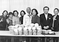 幸せな新年願い 手造り味噌贈る/JA国頭支店、村社協に