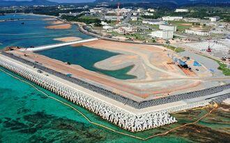 新基地建設作業が進む米軍キャンプ・シュワブ沿岸部=11月13日午前、名護市辺野古