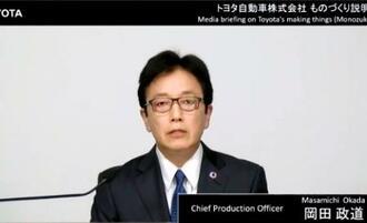 オンライン記者会見でトヨタ自動車の二酸化炭素削減について説明する岡田政道執行役員=11日午後