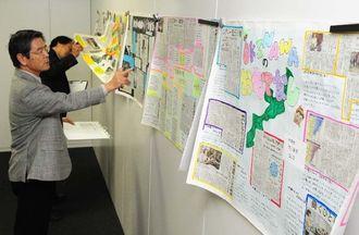 小中学生が応募した作品を採点する審査員=26日午後、那覇市久茂地・沖縄タイムス社