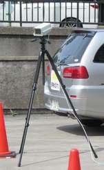 可搬式のナンバー自動読み取り装置(国交省自動車局整備課提供)