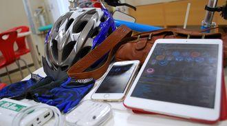 イングレスをするために購入した伊波さんの「課金アイテム」たち。ヘルメットも自転車も手袋も青にそろえた