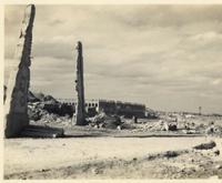 消えた「バカ塔」の一部か 那覇市役所とみられる終戦直後の写真