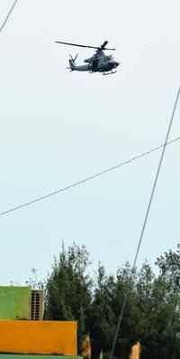 米軍ヘリがタイヤ落とす 地元の反対押し切って「つり下げ訓練」再開直後 沖縄