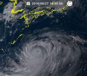 台風10号(27日16時30分、ひまわり8号リアルタイムWebから)