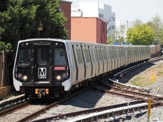川崎重工業が製造したワシントン地下鉄の車両7000系=4月、米メリーランド州(共同)