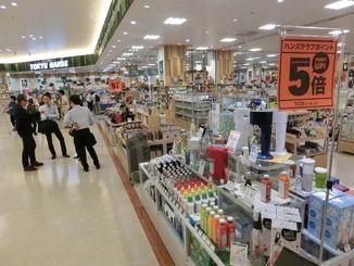 県内最大、約2500平方メートルの売り場面積を持つ東急ハンズ那覇メインプレイス店=サンエー那覇メインプレイス