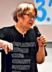 講演で語る蟻塚亮二さん=那覇市銘苅・なは市民協働プラザ