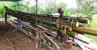 ほぼ完成した竹製のいかだ=13日、台湾・台東市(国立台湾史前文化博物館提供)