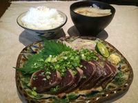 1日11食! 沖縄のミニシアターで愛媛のカツオが食べられる