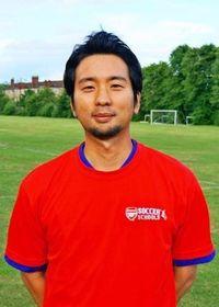 アーセナル育成校コーチは沖縄出身 在英歴14年の新垣興一さん