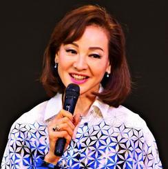 トップモデルや女優としての歩みを語る夏樹陽子さん=11日、かりゆしアーバンリゾート・ナハ