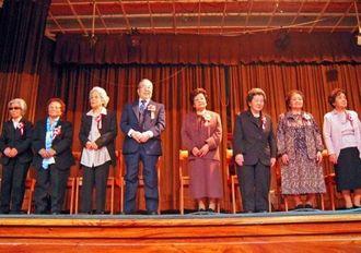 今年で88歳になる8人の合同トーカチ祝い=在亜沖縄県人会連合会
