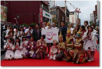 タイ国政府観光庁と応援するレイザーラモンたち