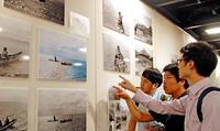 独特の生活に海外学生も驚き 「1935年の沖縄」写真展 あす30日まで