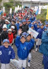 自然や名所を楽しみ、7722人が歩く 沖縄・浦添「てだこウォーク」