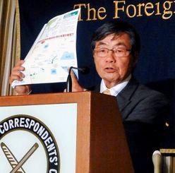 日本外国特派員協会で、記者会見する名護市の稲嶺進市長=13日午後、東京・有楽町