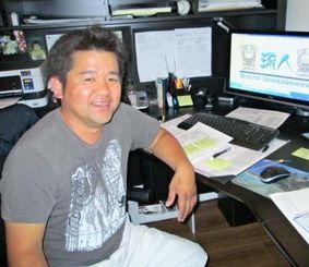 渡米23年、食品輸入会社を立ち上げ活躍する「琉人」の儀間人志さん=ロサンゼルス郊外のオフィス