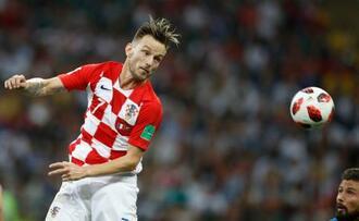 18年W杯決勝のフランス戦でプレーするクロアチアのラキティッチ=モスクワ(AP=共同)