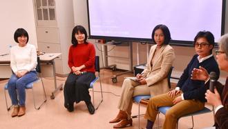 沖縄の子どもの貧困問題について語る琉球大学の上間陽子教授(左から2人目)ら登壇者=23日、那覇市天久・天久ヒルトップ