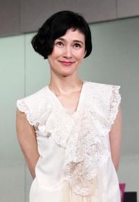 「愛情を伝えたい」 レース展鑑賞した安田成美