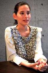 「女優という仕事を通じて自分も成長できる」と語る金城茉奈さん=東京・港区六本木の所属事務所で