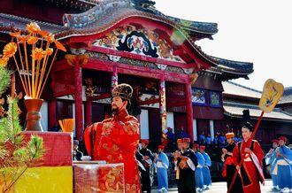 琉球王国時代の正月儀式を再現した「朝拝御規式」=1日、那覇市・首里城公園