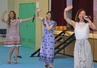 MAXが歌と踊りで激励 沖縄少年院で慰問公演