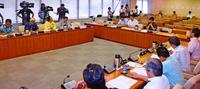 沖縄県民投票条例案 県議会で審議始まる 「熟議の機会」 民意と政治の役割議論