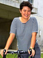 「将来は平和について研究したい」と話すエマ・トウメさん=15日、那覇市の小禄高校
