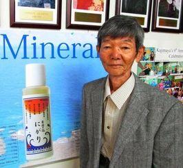 自然食品エキスポへの出展の手応えを語る沖縄海塩研究所の小渡さん