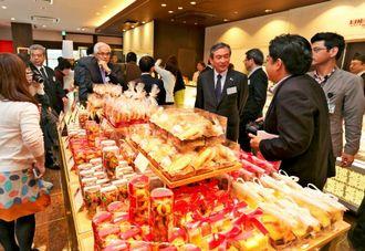 政財界の代表、マスコミを招き、内覧会も開かれた=エーデルワイス沖縄のアンテナショップ