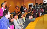 [辺野古問う 県民投票2・24]/否決一転 喜ぶ糸満/県民投票案可決 市民「ようやく」