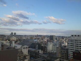 那覇市の上空=18日午後5時20分ごろ