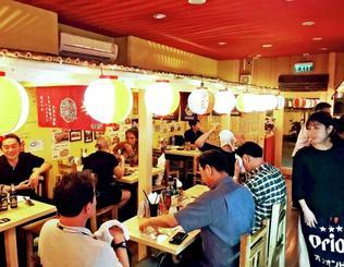 タイにオープンした琉球酒場「しか枡屋タウン・イン・タウン」の店内(同店提供)
