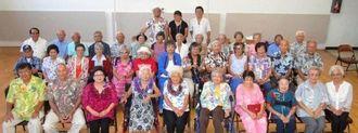 北米沖縄県人会の敬老感謝の昼食会の参加者ら=ロサンゼルス郊外ガーディナ市