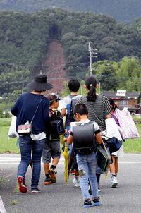 夏休み前倒し「喜べない」/九州豪雨 通学困難 児童嘆き