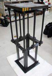 琉美産業など5社が開発した柱脚。棒状のアンカーボルトで板状のベースプレートを支える