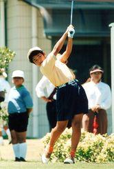 <11歳>沖縄ジュニア選手権小学生の部で優勝し、ゴルフ人生初のタイトルを獲得=1996年7月23日、南山CC