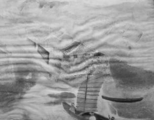 写真の安仁屋政栄さんを見て「父だ。目は年を取った後と同じ」と懐かしむ次男、扶さん(72)=那覇市首里石嶺町=が「写真の背景は、ここに描かれているのと同じ場所ではないか。米軍からもらったパラシュート生地に絵の具で描いている」と語る、政栄さんの遺作。長い歳月を経て、生地にしわは寄っているものの、帆を張ったサバニが港に入る光景が優しい色合いで残っている。扶さんは「糸満にゆかりの深い場所で多くの人に見てもらいたい」と話した。