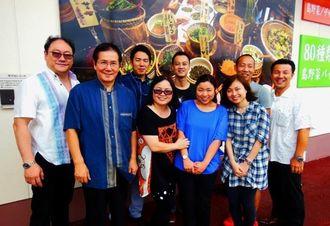 沖縄県産食材の商談のため来沖した香港のクラウンプラザホテル関係者とキティ社のジュン・チョイ社長(左)、JCCの渕辺俊一会長(左から2人目)=7日、豊見城市豊崎