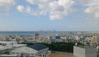 2日午後3時50分ごろの那覇新港。台風の影響によるイベントの中止・延期も発生しています。
