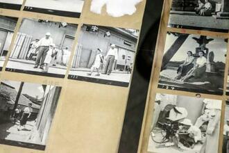 映画「東京物語」の撮影風景を記録したスクラップブックの一部=東京都江東区